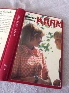 För några år sedan hittade jag den här boken på en loppis. För fem spänn blev den min och jag hade en mycket stark känsla av att cirkeln var sluten. Hans Hellbergs Kram finns numera att läsa på webben, på Projekt Runeberg. För den som vill försöka förstå fascinationen, eller återuppleva bekantskaperna Tommy, Katarina, Jonnie, Sigbritt och de andra.