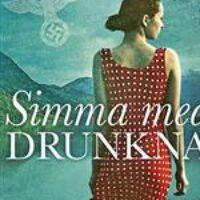 Grupplogga för Nyköpings stadsbibliotek - Simma med de drunknade av Lars Mytting